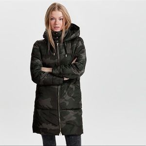 Camo padded coat/parka ONLY (worn 4 times)